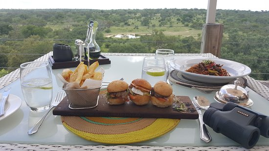 Leopard Hills Private Game Reserve, Sudáfrica: Lunch up at the main restaurant