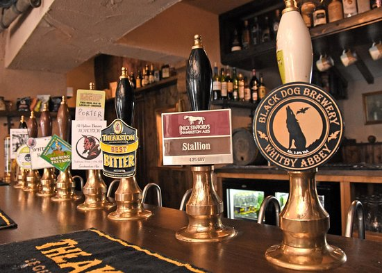 Burythorpe, UK: Well stocked bar