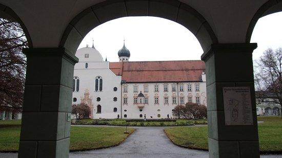 Benediktbeuern, Niemcy: На монастырском двлре в Бенедиктбойерне