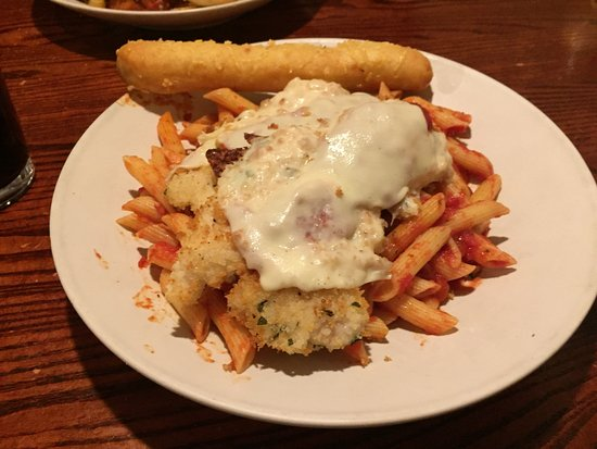 UNO Chicago Grill: Crispy chicken with sauce melted cheese and pasta