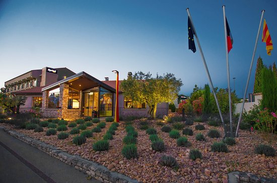 kyriad avignon nord le pontet hotel france voir les tarifs et 85 avis. Black Bedroom Furniture Sets. Home Design Ideas
