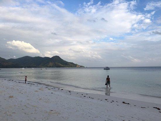 Amitie, Seychelles: LA piscine de Villa confort et la plage en face .