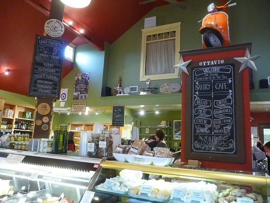 Ottavio Italian Bakery: fun inside.