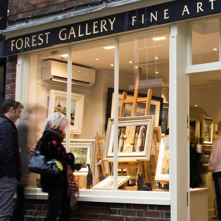 Petworth, UK: Gallery window display and exterior photo