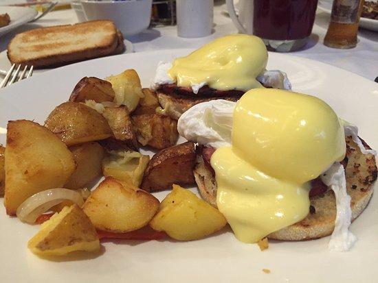 Parker's Restaurant: Eggs Benedict. Yum.