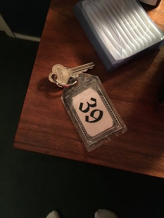 Red Boiling Springs, TN: Our room key. Yes they still use actual keys.