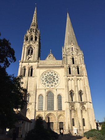 Chartres Cathedral: Beautiful stained glass windows in Chartres cathédrale