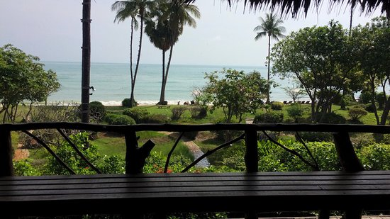 Coral Bay Resort: The view from our private balcony...