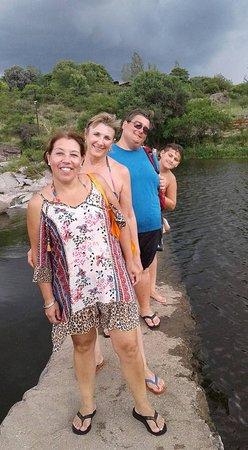 Juntura de los Rios: Estamos en el paso sobre el río, volviendo de la playa del otro lado del camping