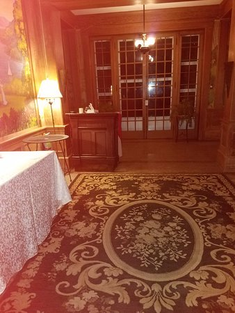Clifford, Pensilvania: Entry hall, empty reception desk