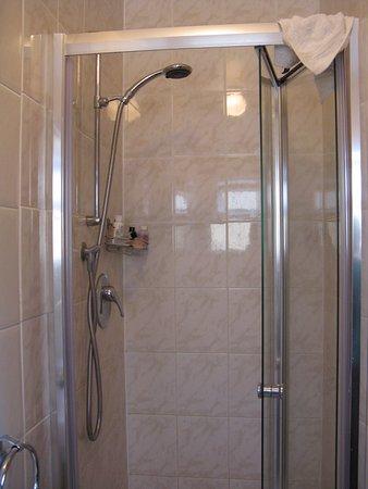 Asgard Guesthouse: Bathroom