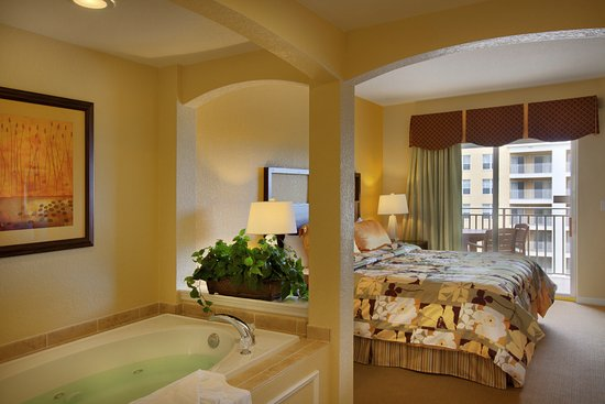 Vacation Village at Parkway: Master Bedroom in Suites A or C (Jacuzzi Tub Not in Buildings 20+)