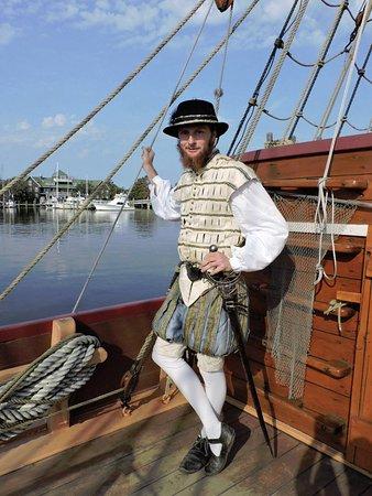 Manteo, Carolina del Norte: 16th Century gentleman on the Elizabeth II ship!