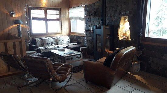 Mountain Mavericks Chalet Le Prele: Comfy seating around cosy log burning stove