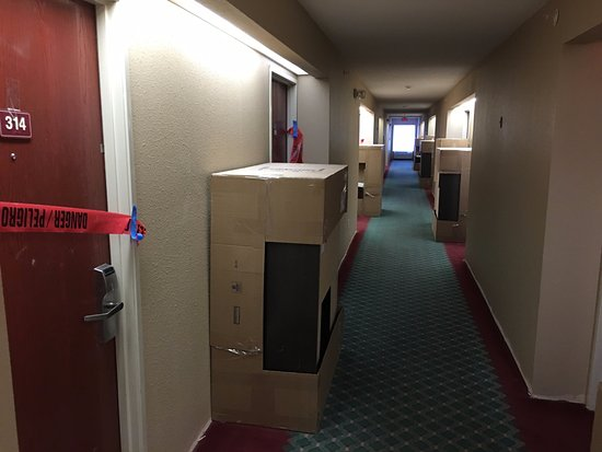 Arnold, MO : 3rd floor hall