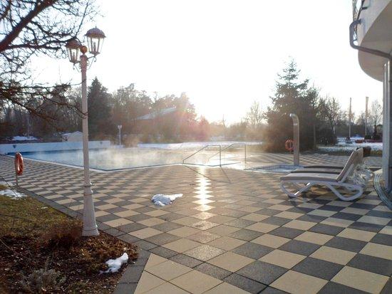Bad Gögging, Deutschland: Außenbereich mit Schwimmbecken