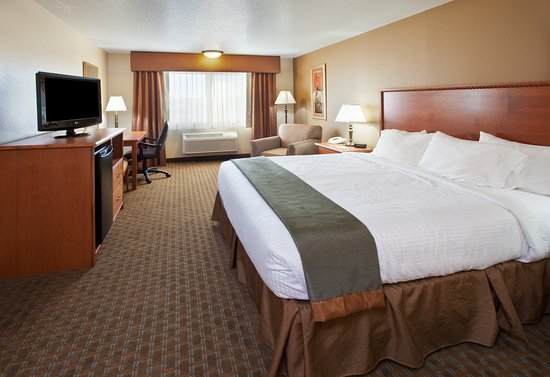 Best Western Empire Towers: Guest Room with One King Bed