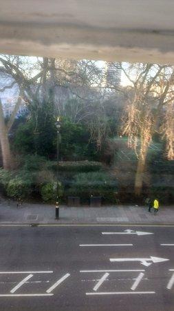 Premier Inn London Victoria Hotel: View out over Eccleston Square
