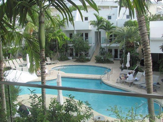 Santa Maria Suites: The pool area
