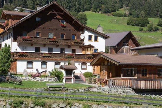 Wenns, Austria: Sennhof Huter auf der Südseite des Venet im Pitztal