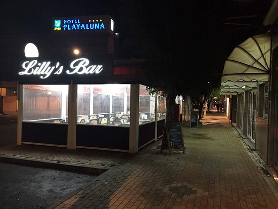 Lilly's Bar