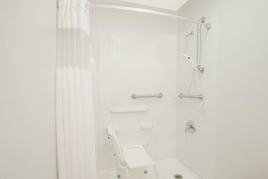 Travelodge Mansfield: Roll-In Shower