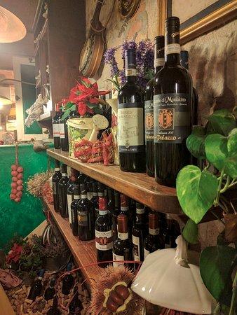 Barberino Val d'Elsa, Italien: Some shelves with more wine.