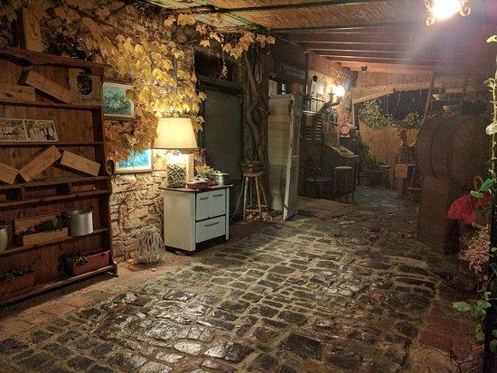 Barberino Val d'Elsa, Italien: Entrance to the winter restaurant terrace.