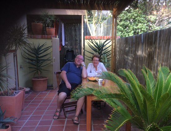 Bantry Bay Guesthouse : Breakfast on the patio