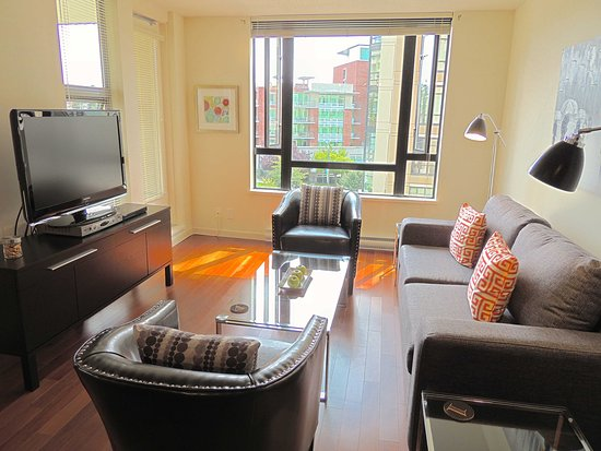 City Life Suites, Victoria: Urban Suite Victoria BC / 1 Bedroom & Den located in the heart of downtown Victoria