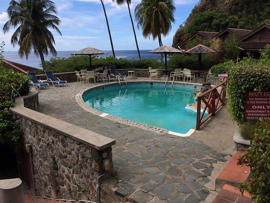 Hummingbird Beach Resort: photo1.jpg