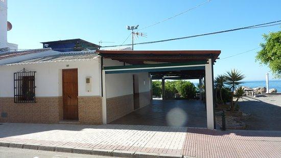 Caleta de Velez, Spanien: Außenansicht von der Straße