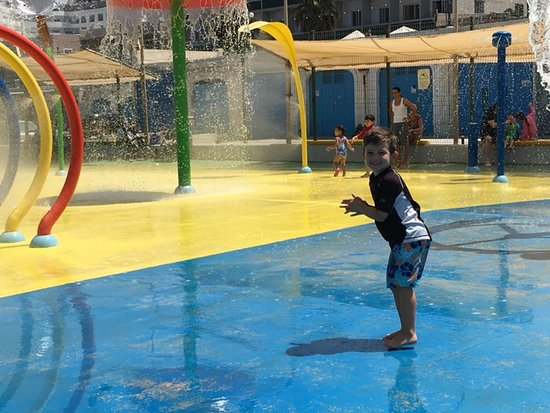 Bugibba, Malta: He loved the different buckets that dropped water and water guns!