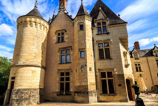 Noyant-de-Touraine, ฝรั่งเศส: View of tower and the room windows