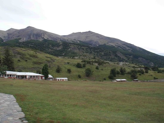 Las Torres Patagonia: View of hotel from approach perspective