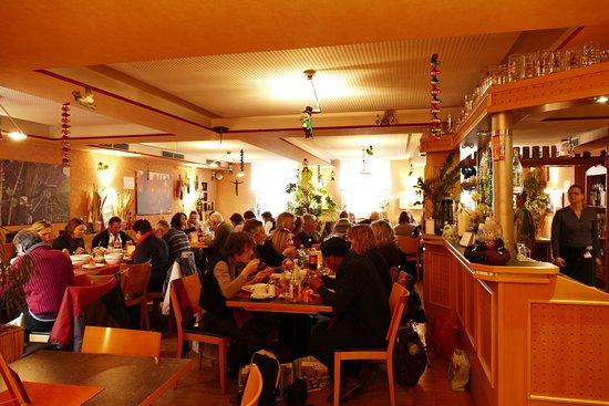 Amorbach, Germany: Von innen ist das Restaurant Brauerei Etzel sehr gemütlich und einladend gestaltet.
