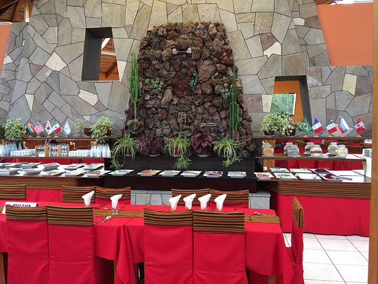Sicuani, Peru: Buffet lunch