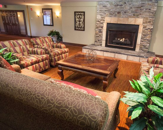 Pittsfield, MA: Fireplace in Main Lobby/Reception Area