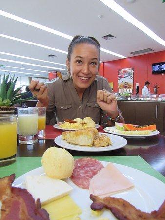 Quality Hotel Manaus: Todo eso y más para desayunar!