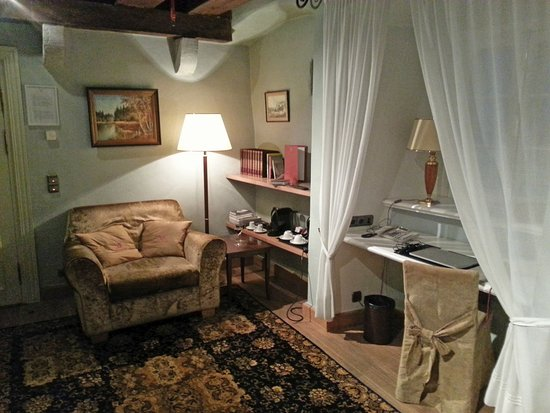The Three Sisters: SUITE #17: Living room