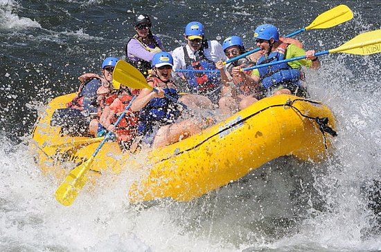Lotus, Kalifornia: Big Splash Rafting on the South Fork American River