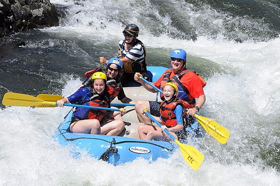 Lotus, Kalifornia: Whitewater Rafting Family Adventure on the South Fork American River