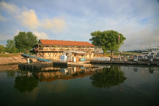 Eddyville, KY: Restaurant & Fuel Dock