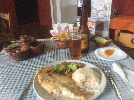 La Abuelita Resto-Botanas-Bar: Filet de poisson grillé à l' ail