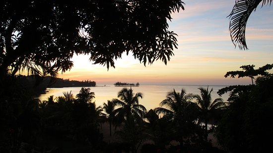 Turquoise Bay Dive & Beach Resort: View from room 9 balcony at sunset