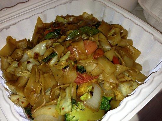 Junjira Fresh Thai Kitchen: Kee Mow (veggie & tofu)