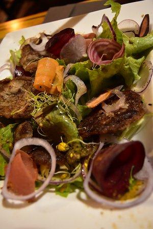 Salade avec des tranches de bougnettes : excellent !