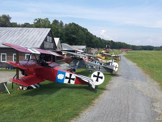 Red Hook, NY: Aerodrome Flight line