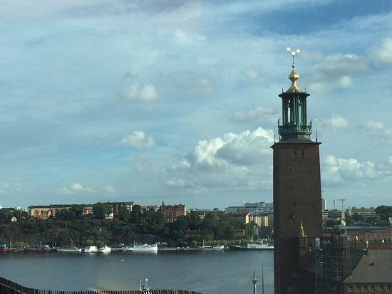 Radisson Blu Waterfront Hotel: This is a zoom-in view from the room
