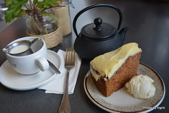 Beechmont, Avustralya: English Breakfast tea and carrot cake.